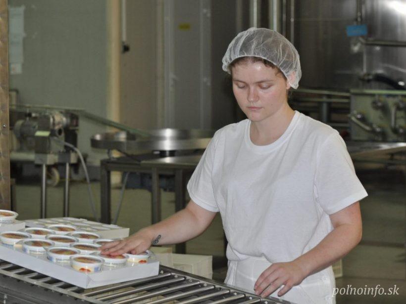 Prvovýrobcovia a spracovatelia mlieka žiadajú o pomoc. Sľubujú kontinuálnu výrobu