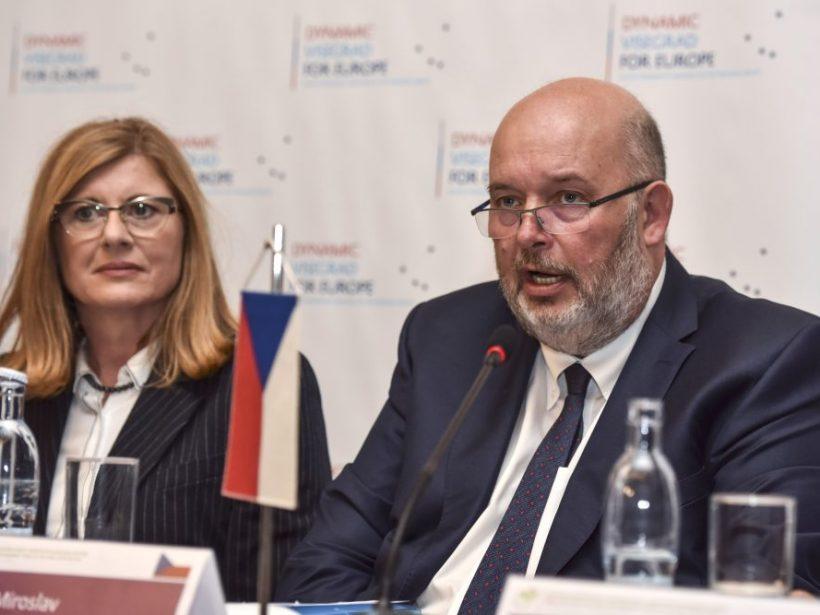 Rusko nepovolilo českému agroministrovi prelet z Moskvy do Kazane