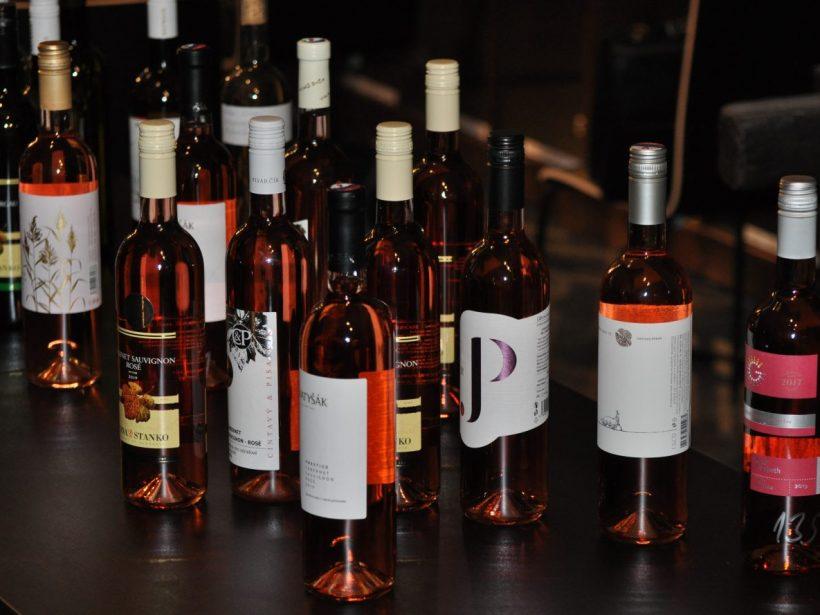 Oceňovaní slovenskí vinári kričia o pomoc. Ministerstvo je však hluché
