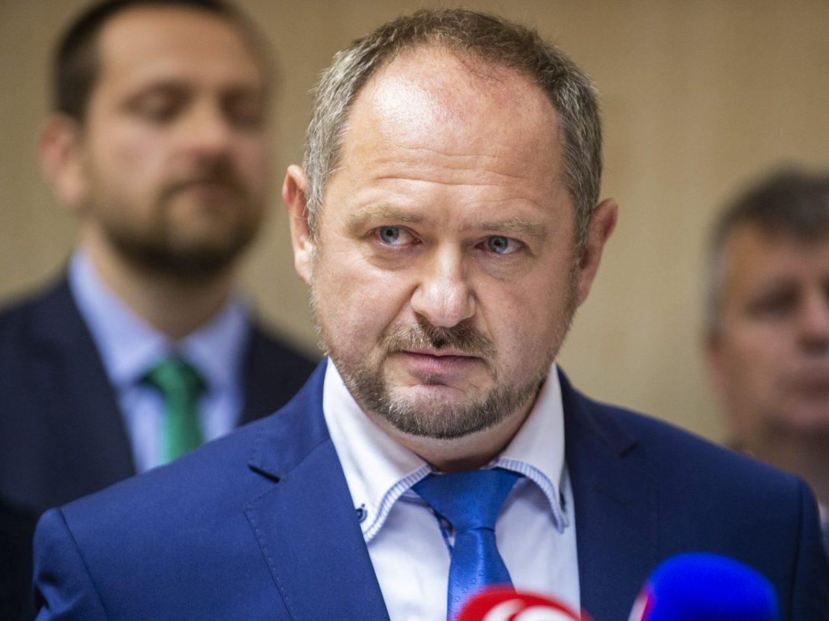 Zsolt Simon: Pán minister Mičovský, kritikov treba umlčať prácou a výsledkami, nie vyhrážaním sa