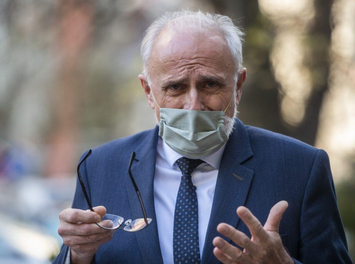 K PVV vystúpili viacerí ministri, Linhart vyzval Mičovského na odchod