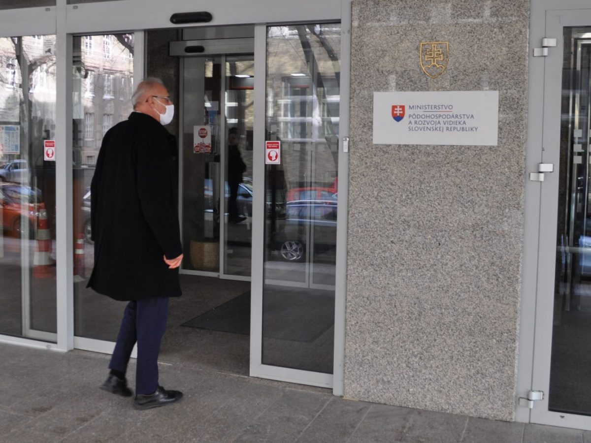Mičovský hlasoval proti plánu obnovy