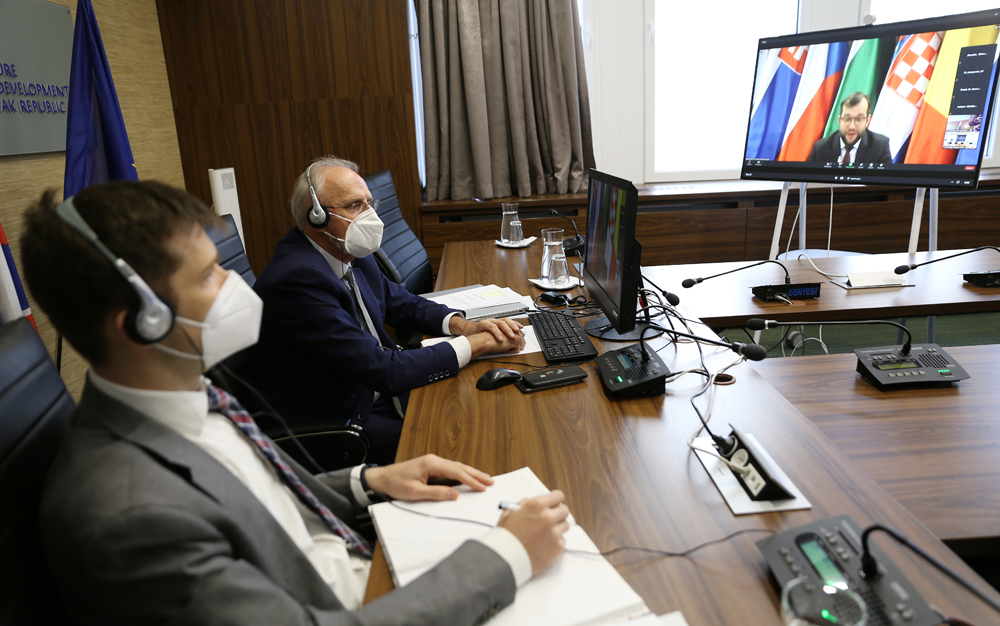 J. Mičovský sa zúčastnil na videokonferencii ministrov pôdohospodárstva V4+4