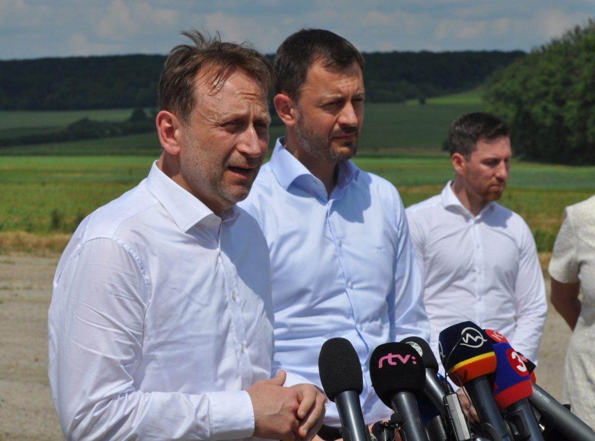 Premiér a minister ubezpečujú, že PPA o akreditáciu nepríde