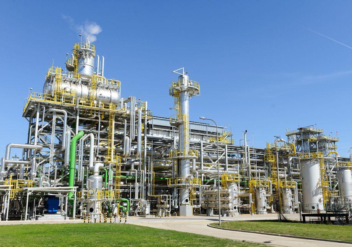 Rapídne zníženie výroby močoviny v Duslo Šaľa! Sú najväčší výrobca AdBlue v Európe