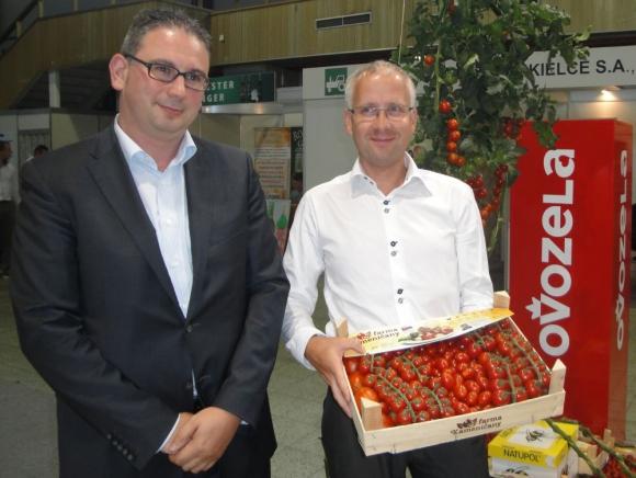 Na pultoch predajní sa červenajú rajčiny z Kameničian